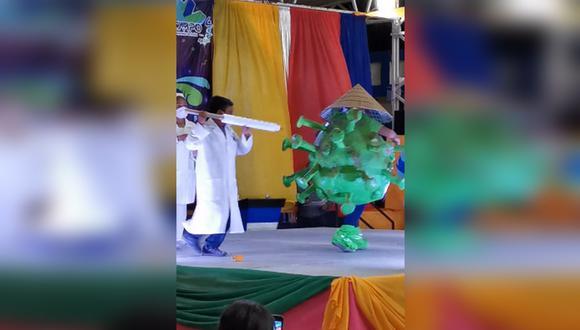 Pequeños se disfrazaron de doctores y esquema del Coronavirus en un festival del Municipio de Ocampo, en el estado de Chihuahua, en México. | Foto: Captura video Facebook