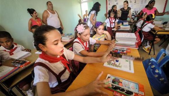 Cuba finalmente cambia el idioma ruso por el inglés