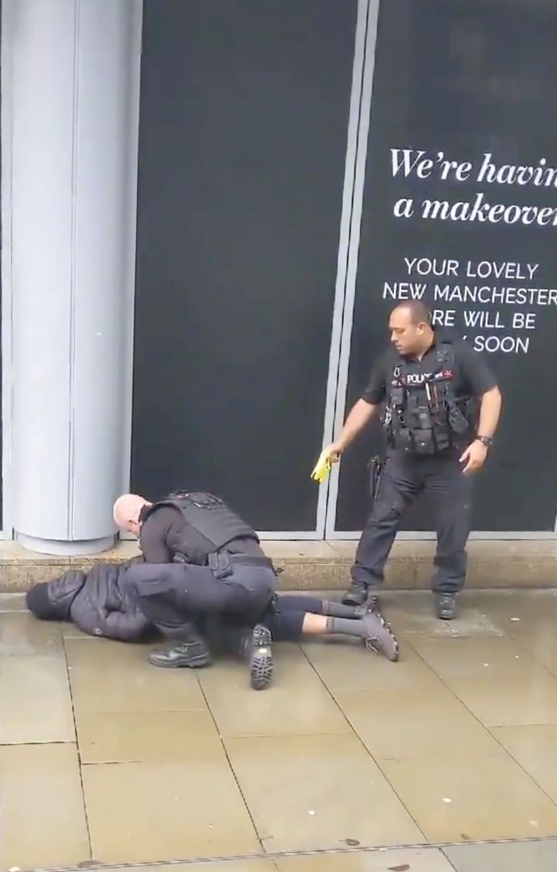 Un hombre de unos 40 años fue arrestado en el lugar como sospechoso de un asalto grave. (Reuters)