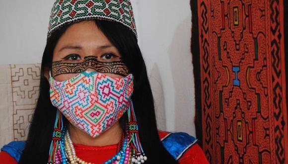 La artista shipibo - conibo Sadith Silvano encontró en la elaboración de mascarillas una forma de subsistir.