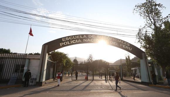 La Policía Nacional del Perú confirmó que 510 estudiantes han dado positivo a coronavirus. (Foto: Manuel Melgar)