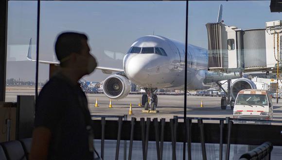 La llegada del COVID-19 obligó a las autoridades de Chile a adoptar medidas de confinamiento que afectó la actividad económica. (Foto: AFP)
