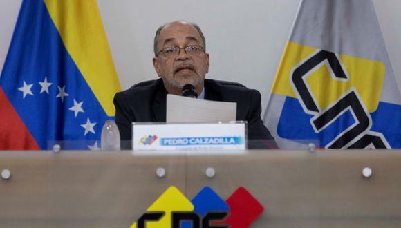 El presidente del Consejo Nacional Electoral (CNE) de Venezuela, Pedro Calzadilla, ofrece declaraciones a los medios de comunicación hoy, en Caracas (Venezuela). (Foto: EFE / Rayner Peña).