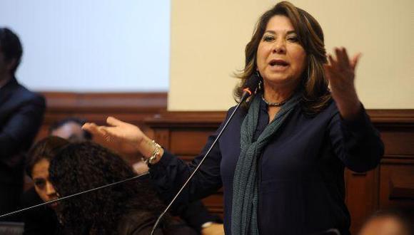 """""""Aun cuando creo que Ruídiaz no metió el gol con la mano, no tengo duda de que PPK sí ganó la presidencia con 'metida de mano'"""", sostuvo Martha Chávez. (Foto: Congreso de la República)"""