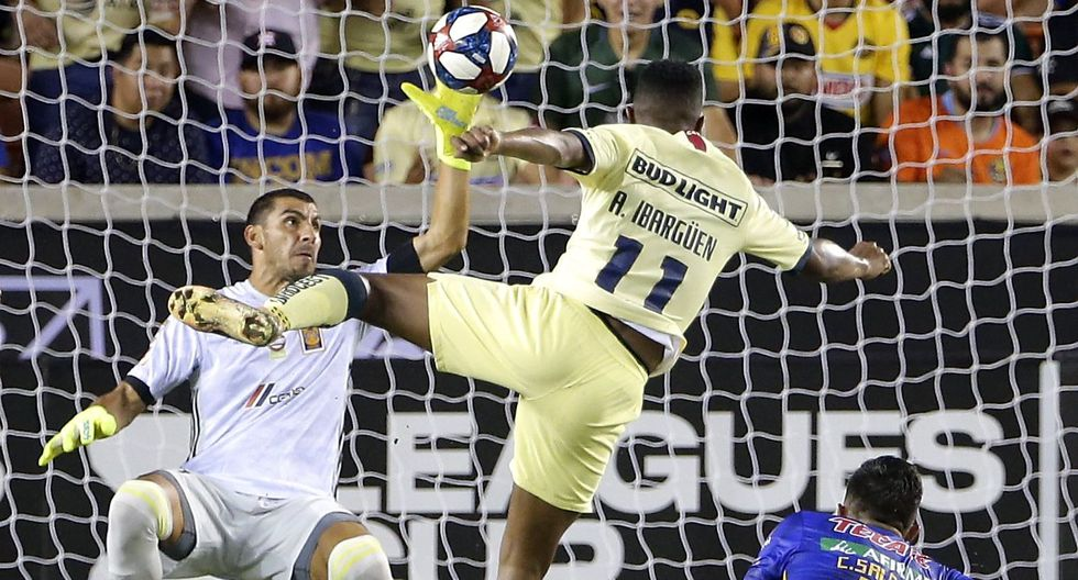 América vs. Tigres: colombiano Ibargüen anotó el 2-1 tras gran jugada personal en League Cup 2019 | VIDEO. (Foto: AFP)
