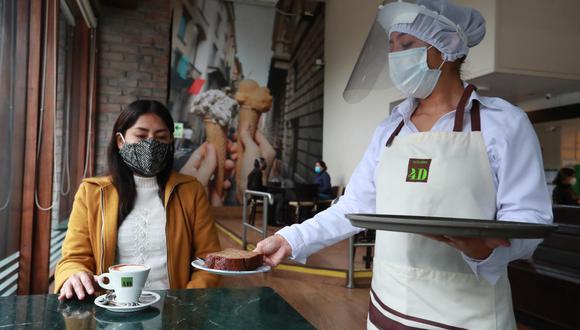 La cafeladería 4D inicia su atención en salón este lunes, al igual que muchos otros restaurantes. (Foto: Lino Chipana / El Comercio)