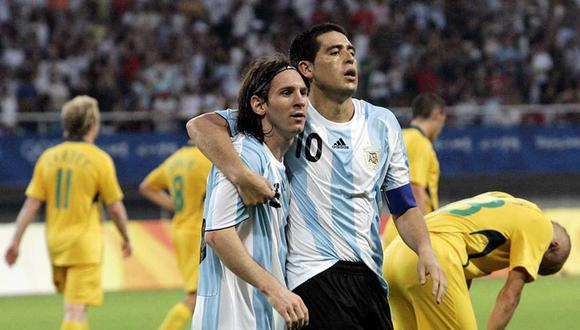 La relación entre Messi y Riquelme contado por Sergio Batista, entrenador de ambos en la selección argentina. (Foto: AP)