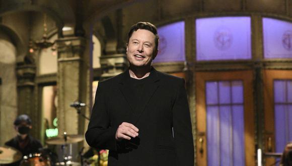 """Esta imagen publicada por NBC muestra al presentador Elon Musk pronunciando su monólogo de apertura en """"Saturday Night Live"""" en Nueva York el 8 de mayo de 2021. (Foto: Will Heath / NBC vía AP)"""