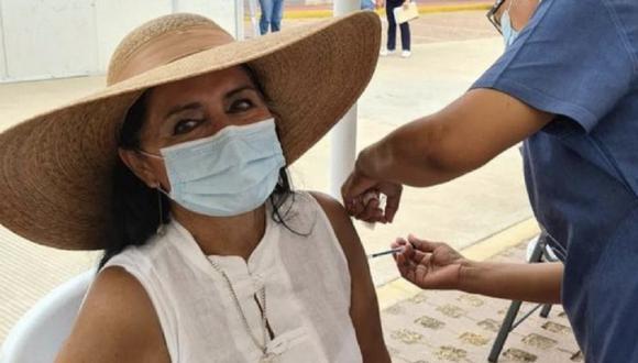 La regidora por Acapulco Patricia Batani presumió en sus redes sociales que se vacunó contra el COVID-19 cuando no le correspondía. (Foto: Twitter)