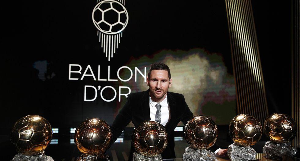 El futbolista argentino Lionel Messi posa tras recibir el sexto Balón de Oro de su carrera en la ceremonia celebrada el pasado 2 de diciembre en París. (Foto: EFE).