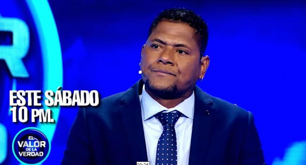 """Juan 'Chiquito' Flores se sentó en el sillón rojo de """"El Valor de la Verdad"""" para contar su verdad tras la denuncia de agresión de su ex pareja, (Foto: Captura)"""