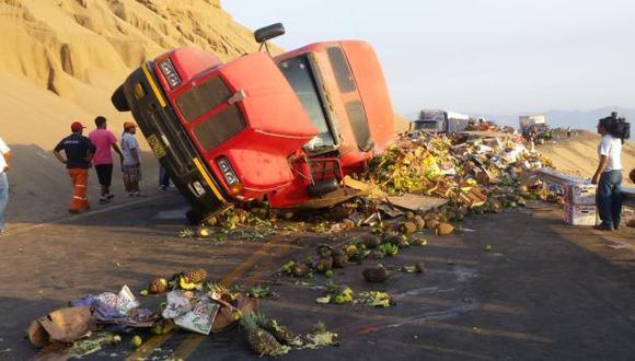 Huaral: camión cargado con frutas chocó contra bus en Pasamayo