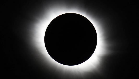 Eclipse total de Sol visto desde el archipiélago de Svalbard, ubicado en el océano Glacial Ártico.(Foto:AP Photo/Haakon Mosvold Larsen, NTB Scanpix)