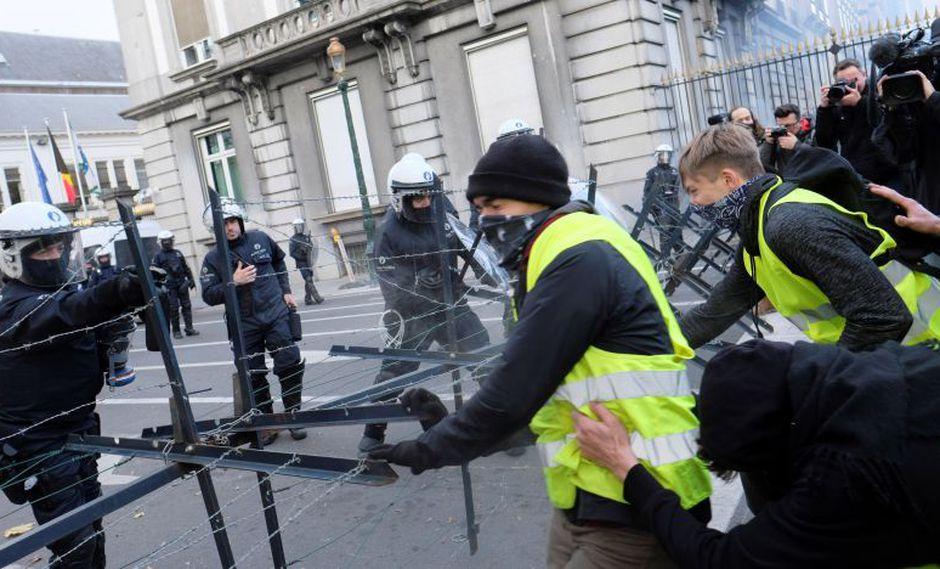 """Francia vive desde hace tres semanas protestas convocadas por un movimiento popular autodenominado """"chalecos amarillos"""". (Foto: EFE)"""