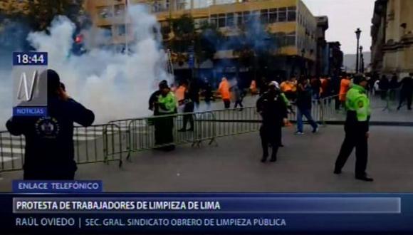 Trabajadores de limpieza indicaron que desde hace 4 años vienen luchando por sus derechos laborales. (Foto: Canal N)