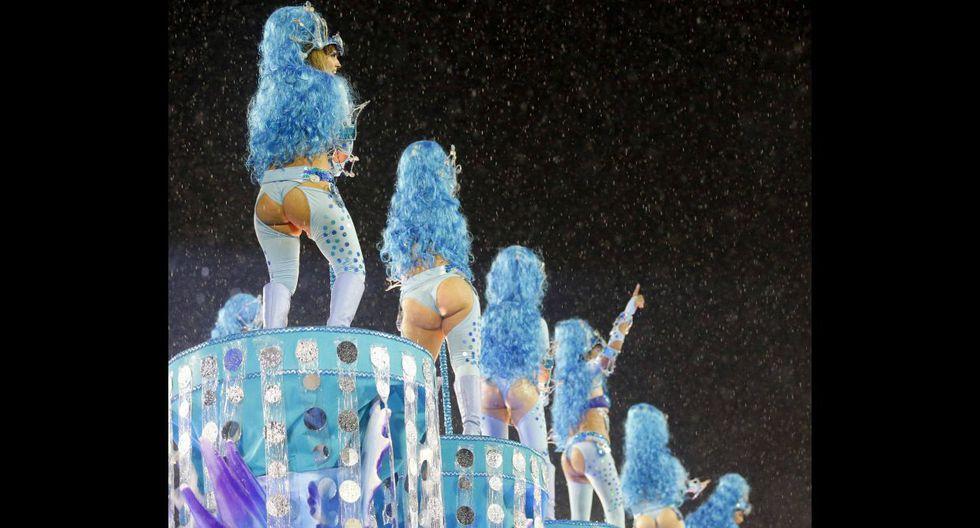 Ni la lluvia paró la fiesta en el carnaval de Río de Janeiro - 8