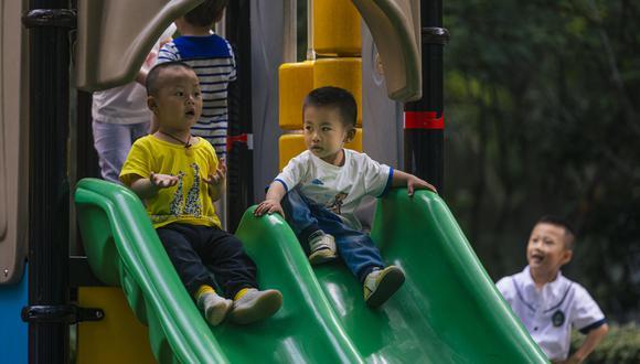 Imagen referencial. Los niños juegan en un parque de Shanghai, China. (EFE).