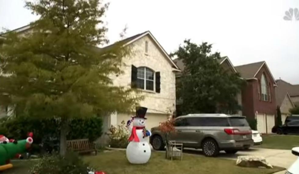 Se compartió en YouTube la insólita carta que un grupo de vecinos le envió a una familia que decidió adornar su casa por Navidad desde el 1 de noviembre. (Foto: Captura)