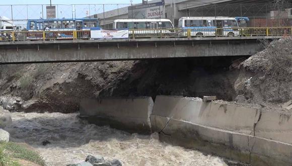 Puente Dueñas: muro de contención en riesgo de colapsar [VIDEO]