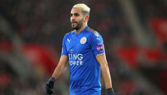 De acuerdo con la prensa británica, Riyad Mahrez le comentó a la directiva del Leicester City que desea unirse al Manchester City, elenco que habría presentado una oferta formal. (Foto: AFP)
