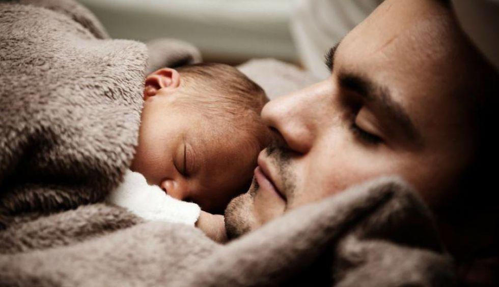 Para Toyama, la maternidad debería ser compartida con el padre, así propone que la licencia de maternidad sea escalonada y puedan ambos disponer de ella de manera flexible.