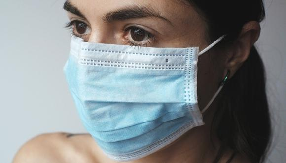 Las personas deben seguir usando mascarillas incluso cuando superan la enfermedad. (Pixabay)