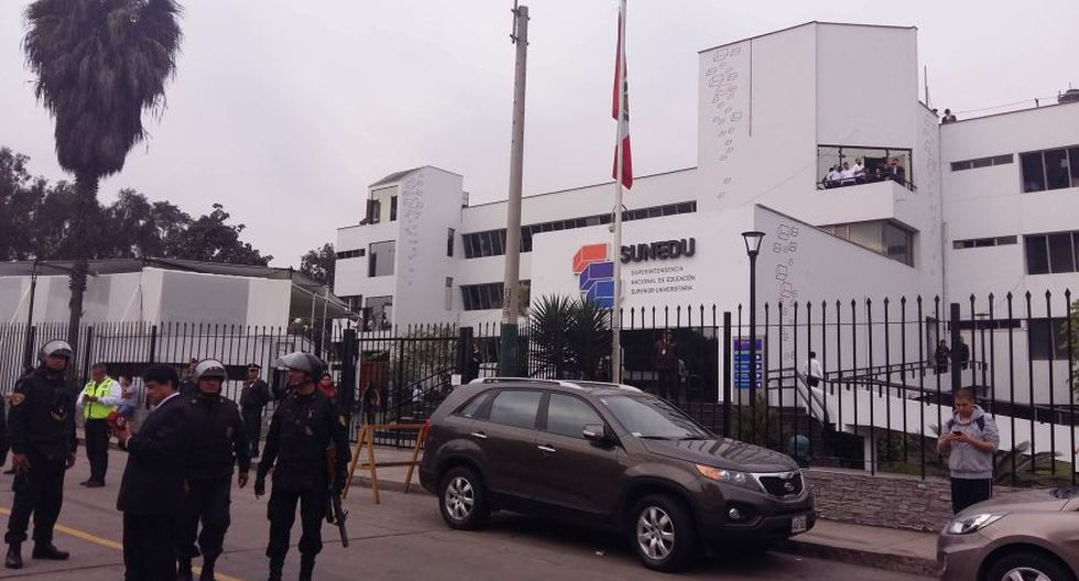 Surco: alumnos de universidad Villarreal marcharon a la Sunedu - 5