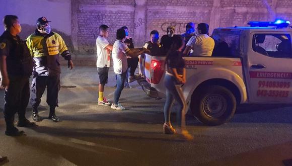Áncash: los infractores retenidos fueron trasladados hasta el complejo deportivo Miraflores Bajo. (Foto: Difusión)