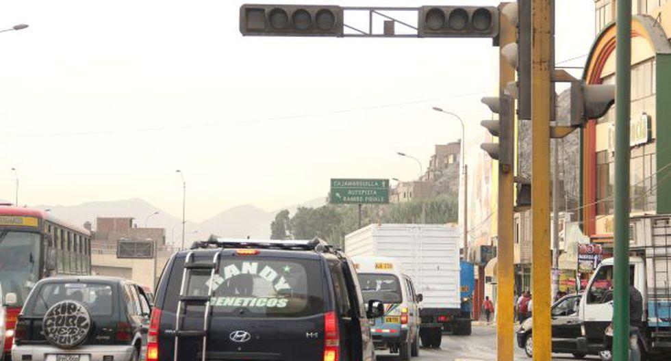 Semáforos en Lima: choferes pierden hasta 20 minutos por viaje