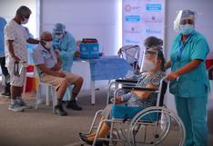 Vacunación en Perú: al menos uno de cada tres adultos mayores de 80 años ya recibió su primera dosis
