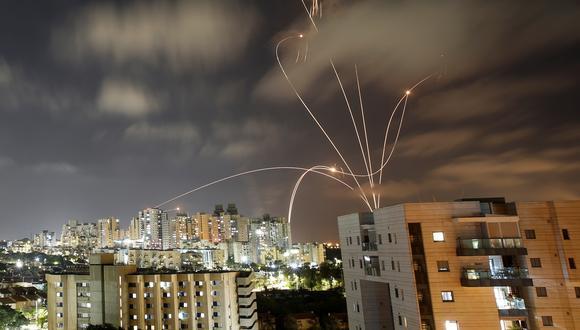 Cohetes lanzados desde Gaza a Israel vistos en la ciudad de Ashkelon. (Foto: Reuters)