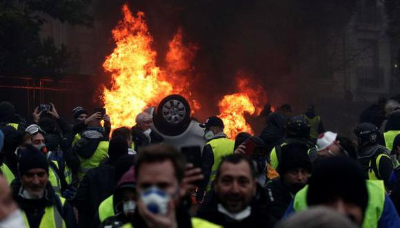 """La ministra gala de Cohesión territorial, Jacqueline Gourault, puntualizó que esa no es la actitud de todos los """"chalecos amarillos"""", pero hay quienes quieren ver caer al gobierno. (Foto: AFP)"""