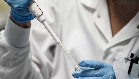 Científicos buscan los anticuerpos más eficaces contra el COVID-19. (Foto referencial: Kenzo Tribouillard / AFP)