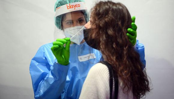 Coronavirus en España | Últimas noticias | Último minuto: reporte de infectados y muertos hoy, martes 20 de abril del 2021. | Covid-19 | (Foto: LLUIS GENE / AFP).