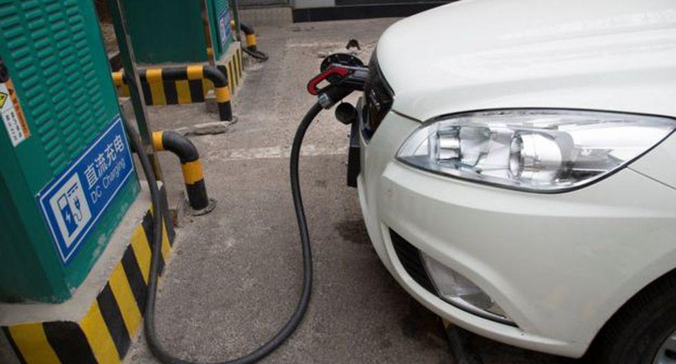 Uno de los objetivos de los gobiernos de China y California es aumentar el número de puestos en los que recargar los vehículos eléctricos. (Foto: Reuters)