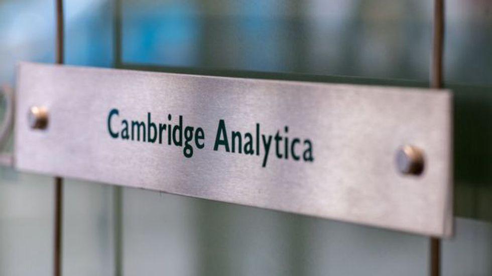 Muchas personas eliminaron sus cuentas de redes sociales después del escándalo de Cambridge Analytica, cuando se obtuvieron en secreto los datos de 87 millones de personas de Facebook para fines de publicidad política. (Getty Images)