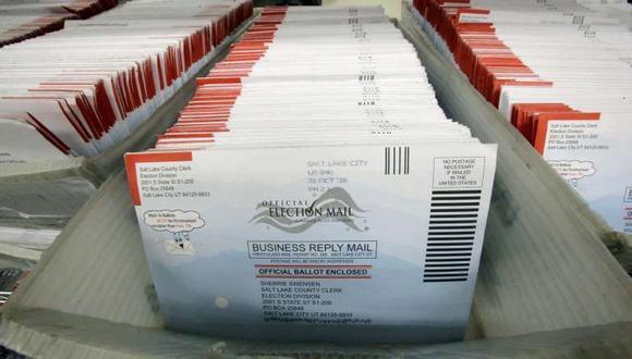 En esta foto del 1 de noviembre del 2016, boletas para votos por correo para las elecciones generales del 2016 en Estados Unidos son vistas en el centro de gobierno del condado Salt Lake en Utah. (AP Foto/Rick Bowmer).