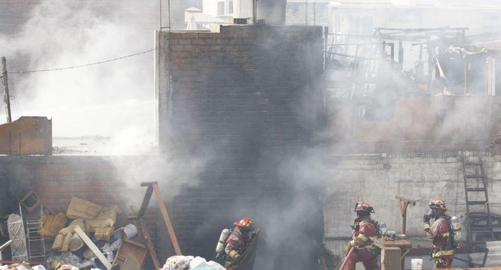 Barranco: incendio destruyó 20 habitaciones prefabricadas - 1