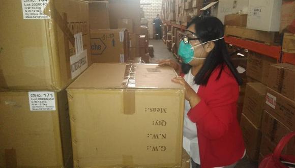 La fiscal Ana María Valverde visitó los almacenes de la Diresa en Huaraz y las instalaciones del grifo Valex para investigar supuestas compras irregulares. (Fiscalía Anticorrupción de Áncash)