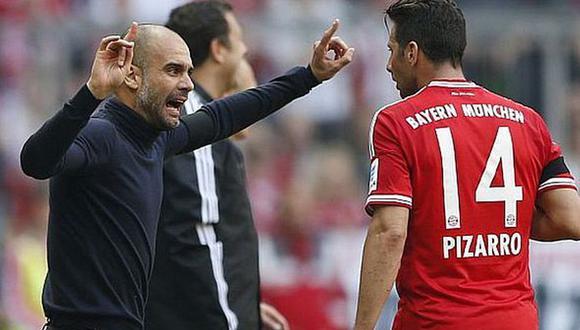 Claudio Pizarro y Pep Guardiola coincidieron en Bayern Múnich entre el 2013 y 2015. (Foto: AP)