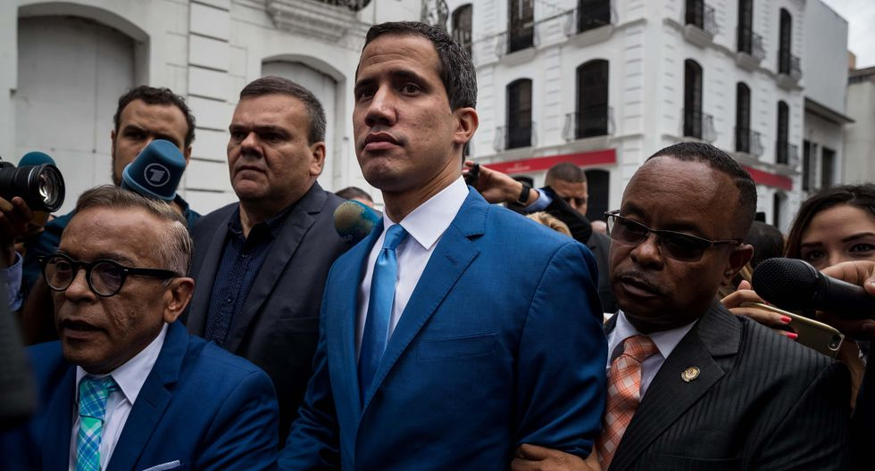 Juan Guaidó no pudo entrar al hemiciclo de la Asamblea Nacional. (EFE/ Miguel Gutiérrez).