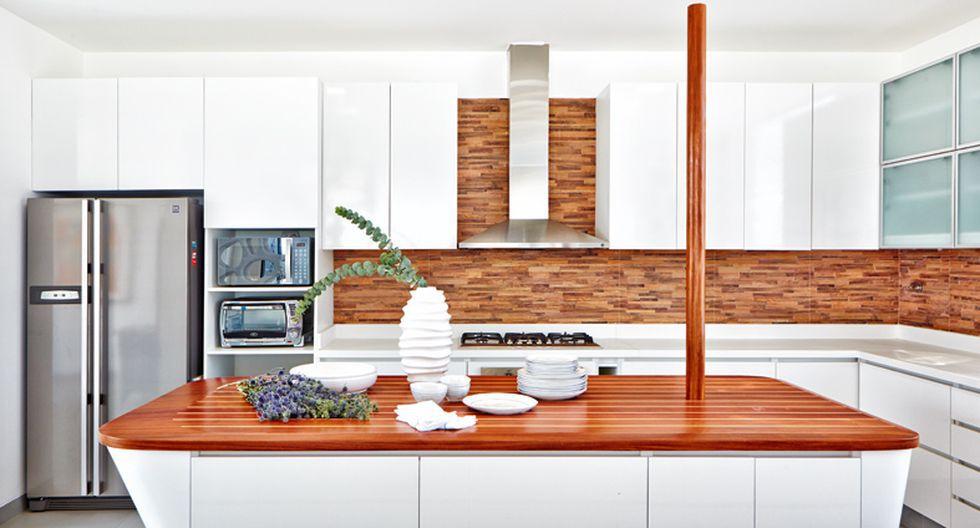 Los muebles altos y bajos se hicieron de melamine tropicalizada de color blanco brillante.(Foto: Jaime Gianella. Styling María Lucía Ruzo)