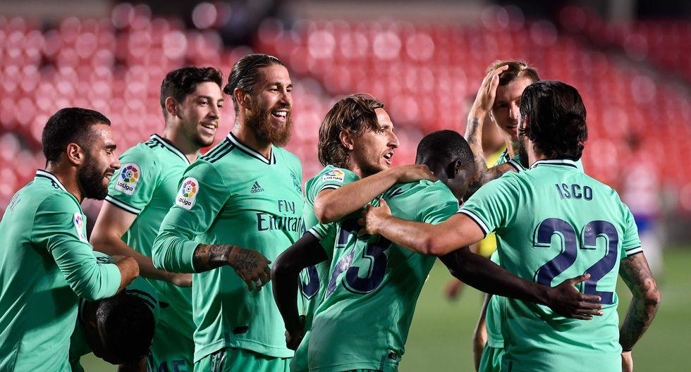 Triunfo por 2-1 del Real Madrid sobre el Granada para mantenerse firme en la lucha por el título de LaLiga. (Foto: AFP)