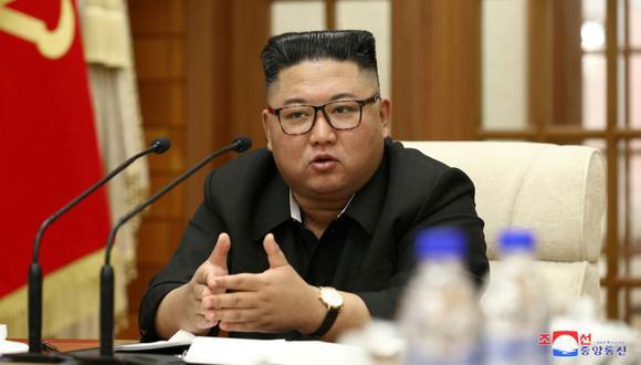 El líder de Corea del Norte, Kim Jong-un, durante la 18a Reunión del Buró Político del 7mo Comité Central del Partido de los Trabajadores de Corea (WPK). (Foto: KCNA / REUTERS).