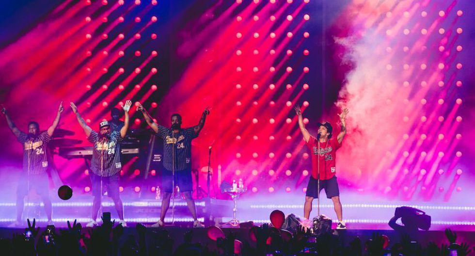 """Bruno Mars en el escenario del Estadio Nacional. El cantante estadounidense llegó por primera vez a nuestro país para presentar su """"24K Magic World Tour"""". (Foto. Difusión)"""