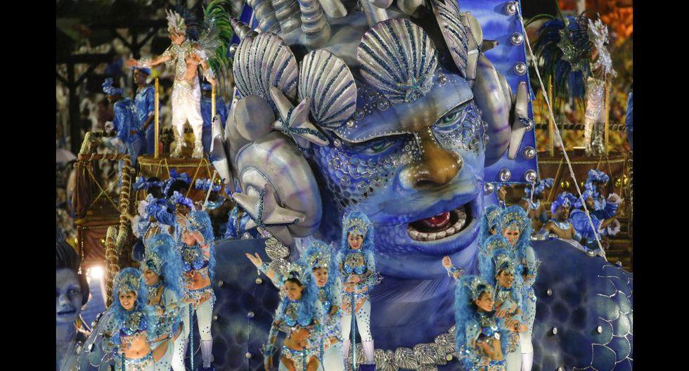 Ni la lluvia paró la fiesta en el carnaval de Río de Janeiro - 19
