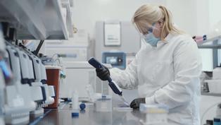 Moderna dice que su vacuna anticoronavirus es efectiva contra variantes británica y sudafricana
