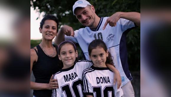 Mara y Dona, son dos niñas de 9 años que recibieron su nombre en honor al exfutbolista Diego Armando Maradona. | Foto: Reuters