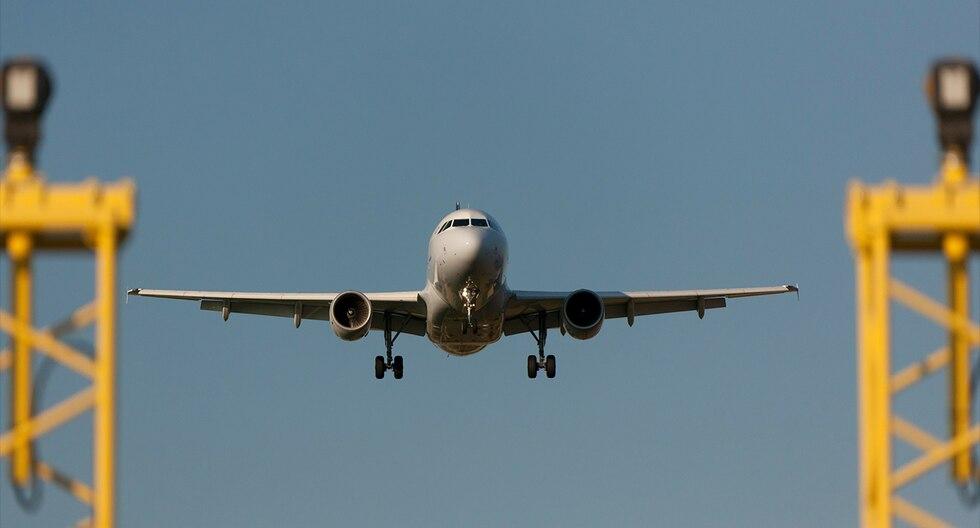 Pasajera de avión marroquí da a luz en pleno vuelo y avión da media vuelta. (Pixabay)