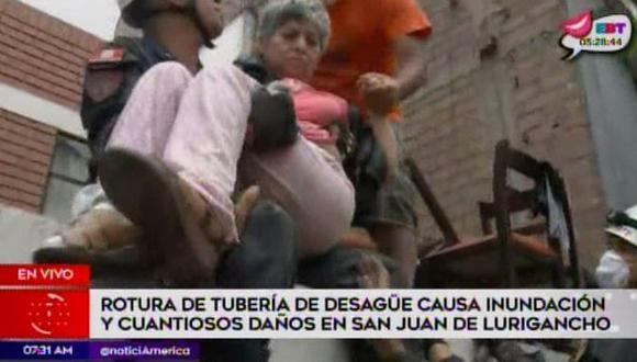 Rescatan a mujer con habilidades especiales afectada por aniego. (Captura: América Noticias)